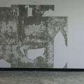 fantôme, partition des fonds, installation terre crue et encre de chine, HongTi art Center de Busan, Corée
